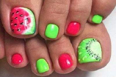 Fashionable summer pedicure: interesting ideas, design features and recommendations