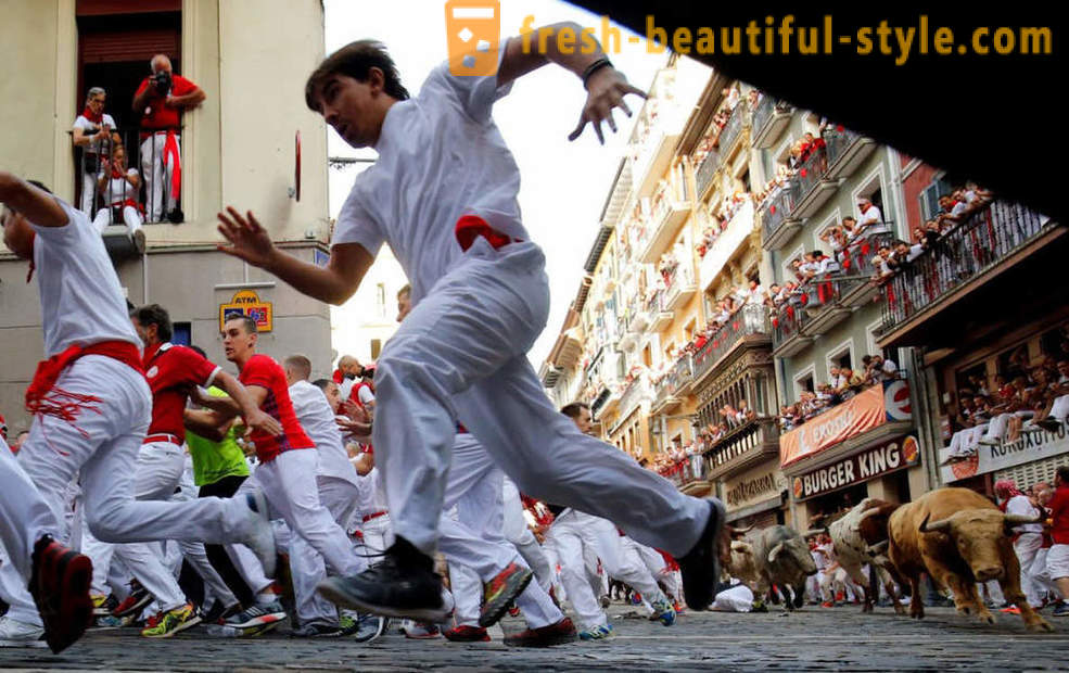 How was the annual running of the bulls in Pamplona, ​​Spain