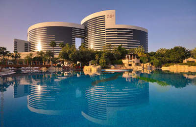 Walk on the luxury hotel Grand Hyatt Dubai