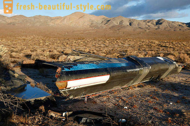 Walk on the wreck of the American SpaceShipTwo