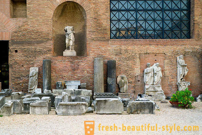 Walking along the ancient baths in Rome